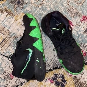 Nike Kyrie 4 Halloween Green & Black!